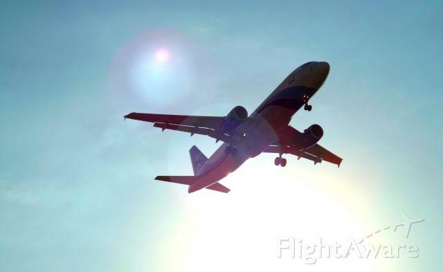 Airbus A320 (XA-VTA) - En final a 05L