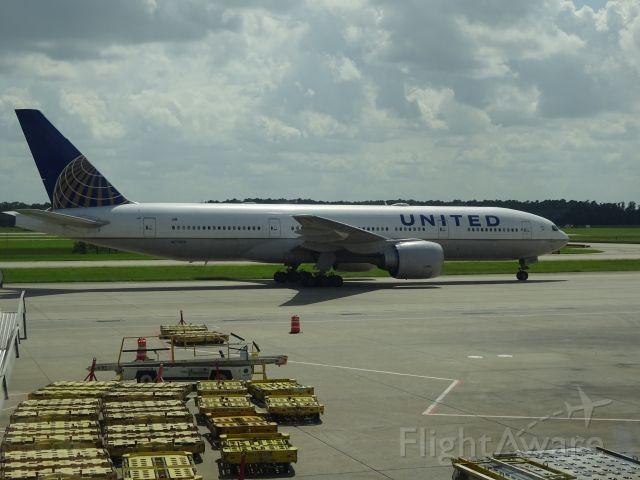 Boeing 777-200 (N77019) - 777-200