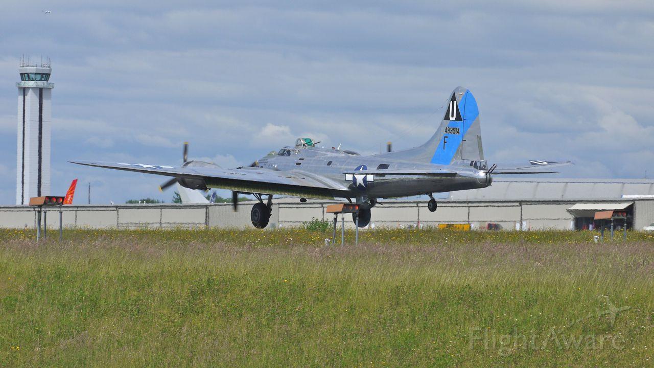 Boeing B-17 Flying Fortress (N9323Z) - B-17G Flying Fortress (Ser#44-83514) Sentimental Journey nearing touchdown on runway 34L, 6/24/12.