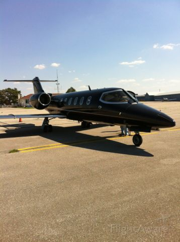 Learjet 31 (N351AC) - Dropping off a pax for Mother's Day - what a happy Mom!