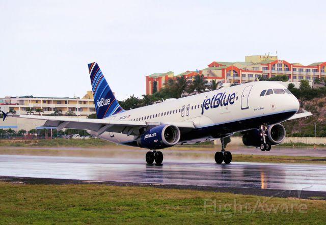 Airbus A320 (N603JB)