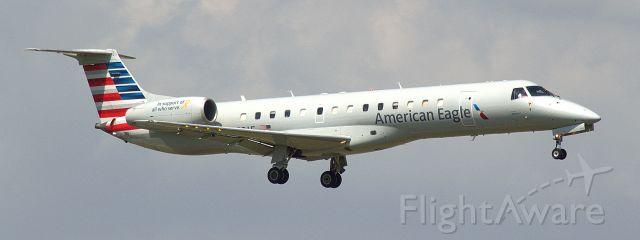 Embraer ERJ-135 (N822AE)