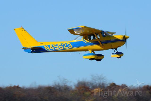 Cessna Skyhawk (N45623) - Departing Runway 8, Pittsburgh Butler Regional Airport, PA