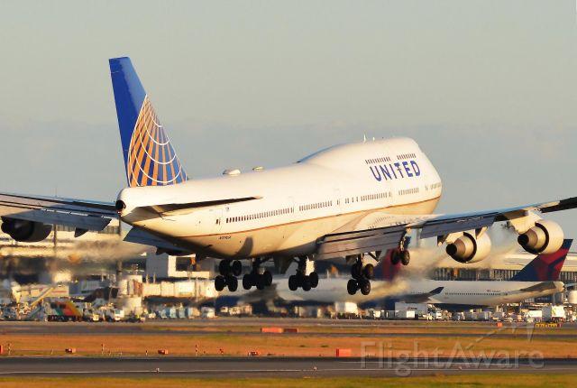 Boeing 747-400 (N179UA) - I take a picture on Nov 05, 2015.
