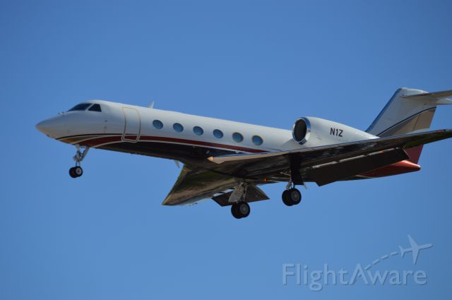 Gulfstream Aerospace Gulfstream V — - A whale of tail coming back to visit his money October 2014 Runway 1L