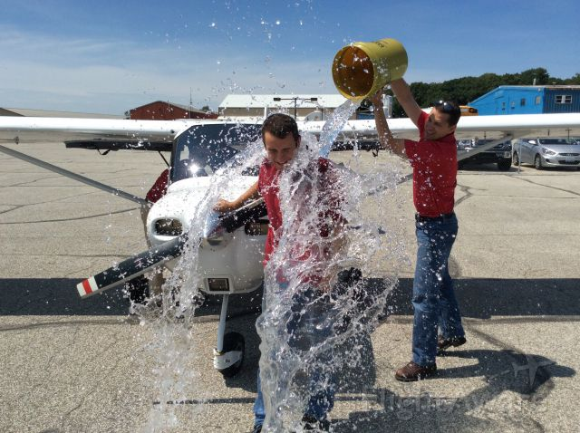 Cessna Skycatcher (N6035U) - Time for a  first solo bath, weather permitting!