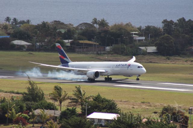 Boeing 787-9 Dreamliner (CC-BGM) - The once daily Latam flight landing at Mataveri Airport on Easter Island on September 8, 2017.  Captured from a hillside on Rano Kau volcano with a 300mm lens.  It