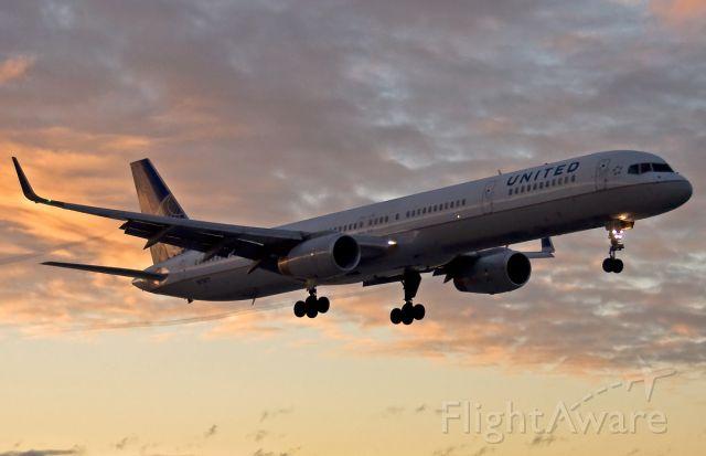 BOEING 757-300 (N77871) - United Airlines B757-300