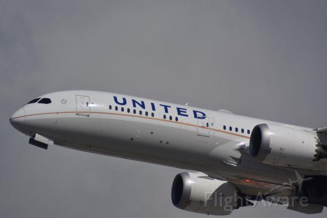 Boeing 787-9 Dreamliner (N36962) - Beacon Shot of United Boeing 787 Dreamliner