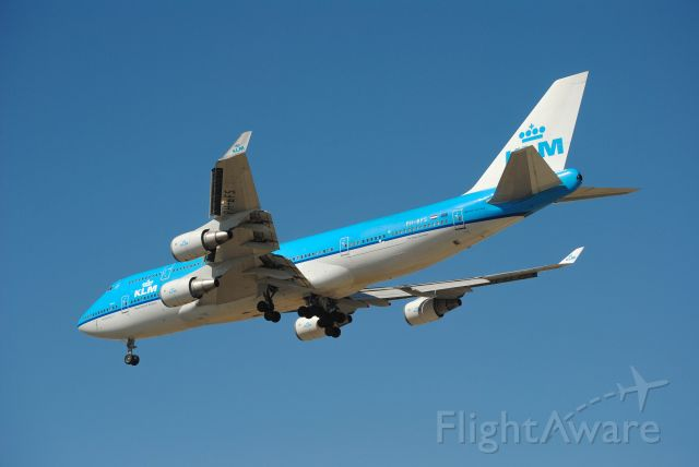 Boeing 747-400 (PH-BFS) - KLM Boeing 747-406M on final for Runway 26L at KIAH.