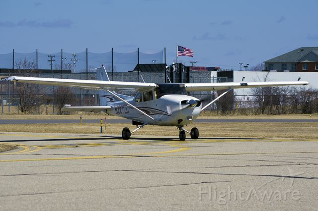 Cessna Skyhawk (N2272C) - Just landed after a discovery flight from KVLL to D98 and back.
