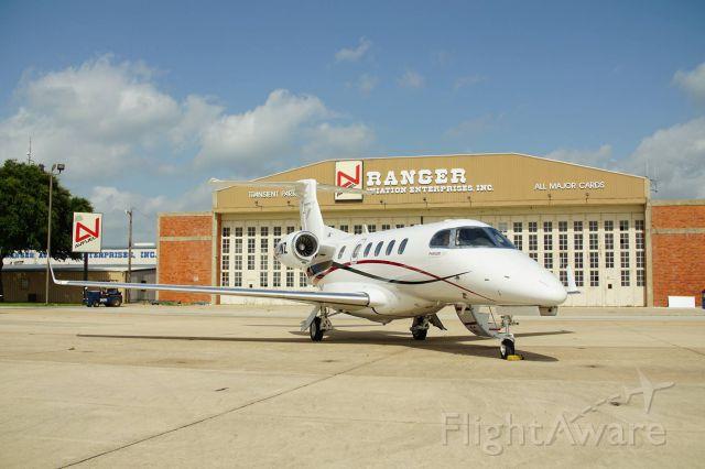 Embraer Phenom 300 (N801WZ)