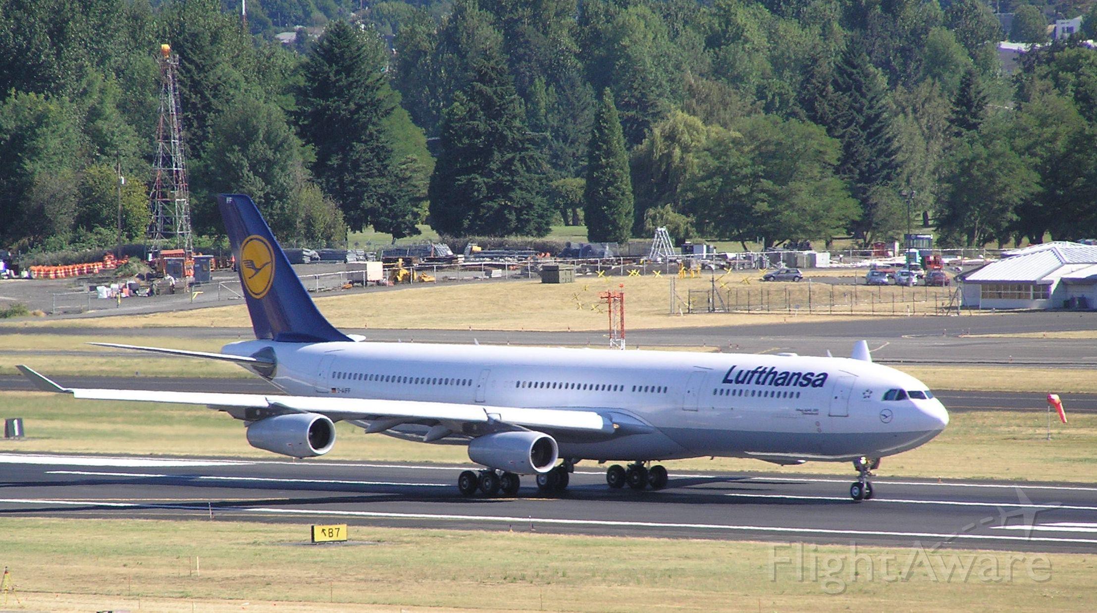 Airbus A340-300 (D-AIFF) - 2004-07-22 1641 PDT