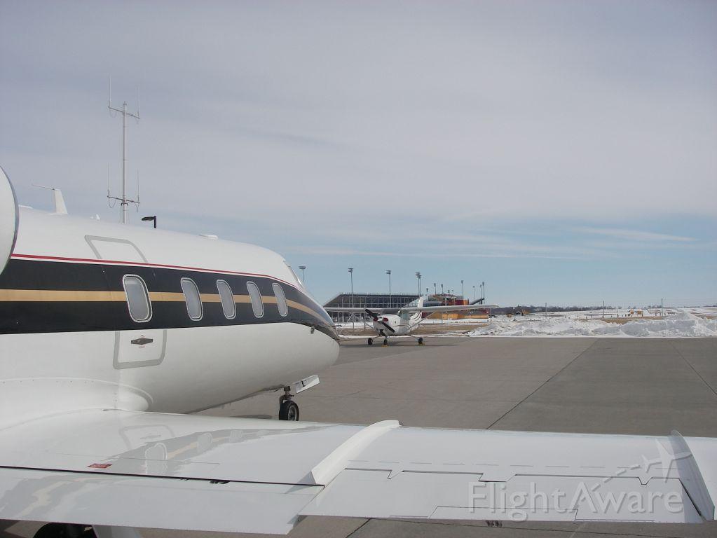 Learjet 55 (N619MJ) - FUEL STOP. KTEB-KSUN
