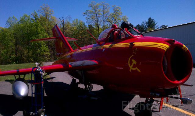 MIKOYAN MiG-17 —