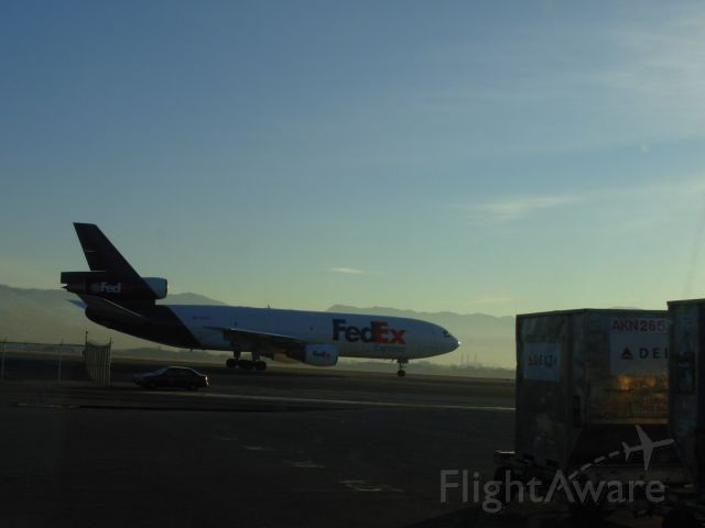 N550FE — - Early freight arrival from KMEM.  Taxing south on H, view from Delta Cargo area.