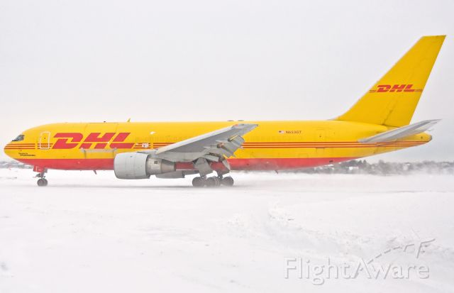 BOEING 767-200 (N653GT) - GIANT - 33L close up landing in the snow