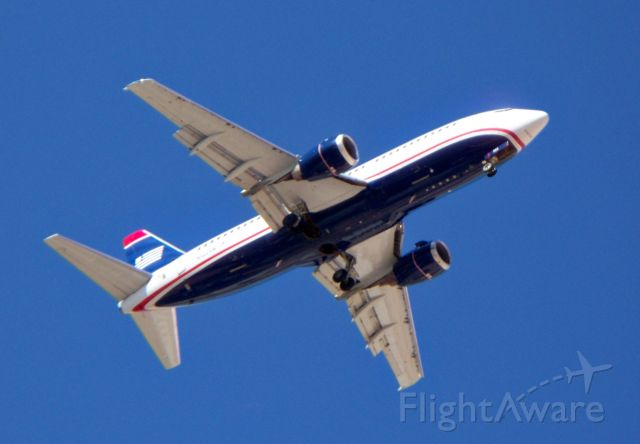 BOEING 737-300 (N322AW) - Mile final for 01 R or L.