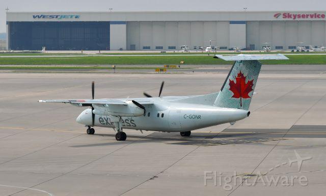 de Havilland Dash 8-100 (C-GONR) - Air Canada Express De Havilland Canada DHC-8-102 Dash 8 C-GONR in Toronto