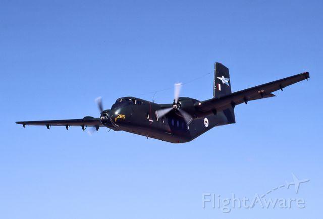A4285 — - AUSTRALIA - AIR FORCE - DE HAVILLAND CANADA DHC-4A CARIBOU - REG A4-285 (CN 285) - BROKEN HILL NSW. AUSTRALIA YBHI (24/4/1983)35MM SLIDE CONVERSION TAKEN AT THE BROKEN HILL AIR SHOW IN 1983.