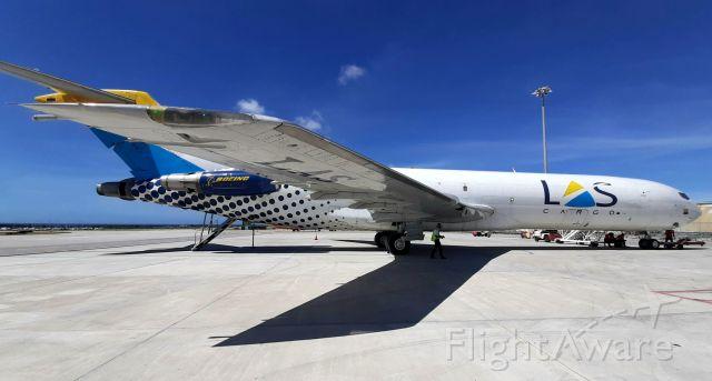 Boeing 727-100 (HK4401) - Old school visitor!