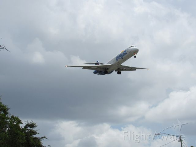 McDonnell Douglas MD-80 (N416NV) - About to land at KPIE