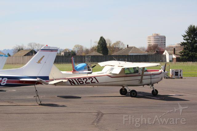 Cessna 152 (N16221)