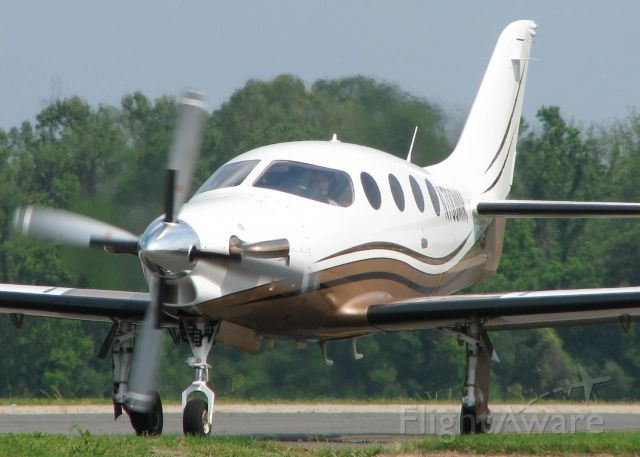 Epic Aircraft LT (N700MM) - Taxiing to runway 14 for take off from the Shreveport Downtown airport.