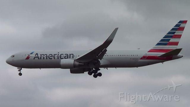 BOEING 767-300 (N372AA) - Aeronave pousando no Aeroporto de Confins .