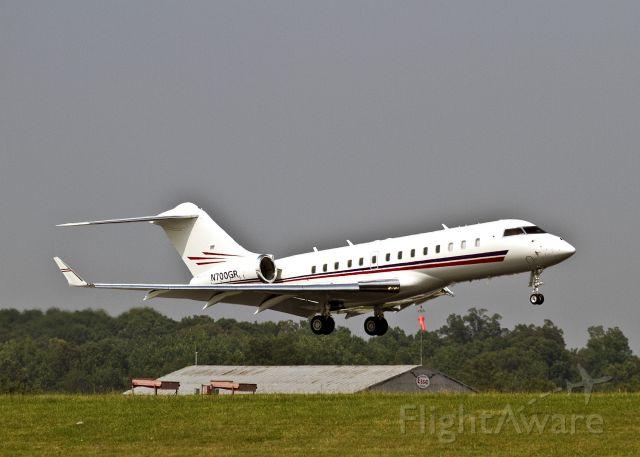Bombardier Global 5000 (N700GR) - Landing on a hot afternoon, runway 18L, Charlotte, North Carolina USA