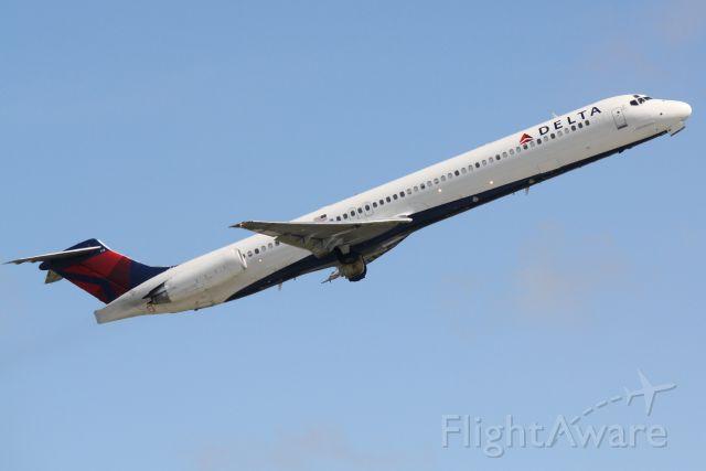McDonnell Douglas MD-88 (N913DL) - Delta 2298 (N913DL) departs Sarasota-Bradenton International Airport enroute to Hartsfield-Jackson Atlanta International Airport