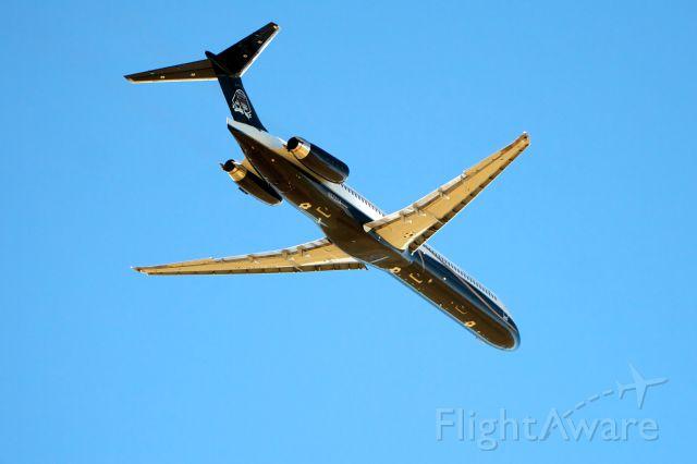 McDonnell Douglas MD-83 (N572AA)