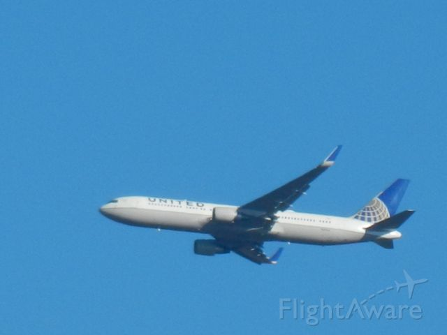 BOEING 767-300 (N641UA) - N641UA, A United Airlines Boeing 767-300 Approaches Dulles Int Airport