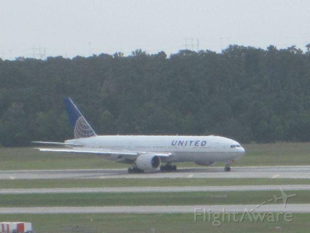 Boeing 777-200 (N37018)