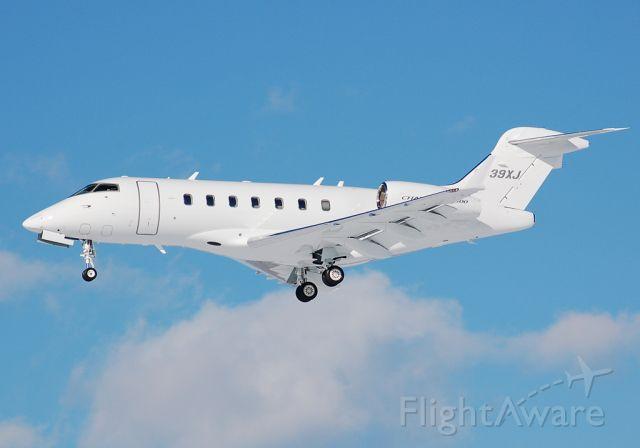 Bombardier Challenger 300 (N539XJ) - Short final for runway 24. Arriving from BTV