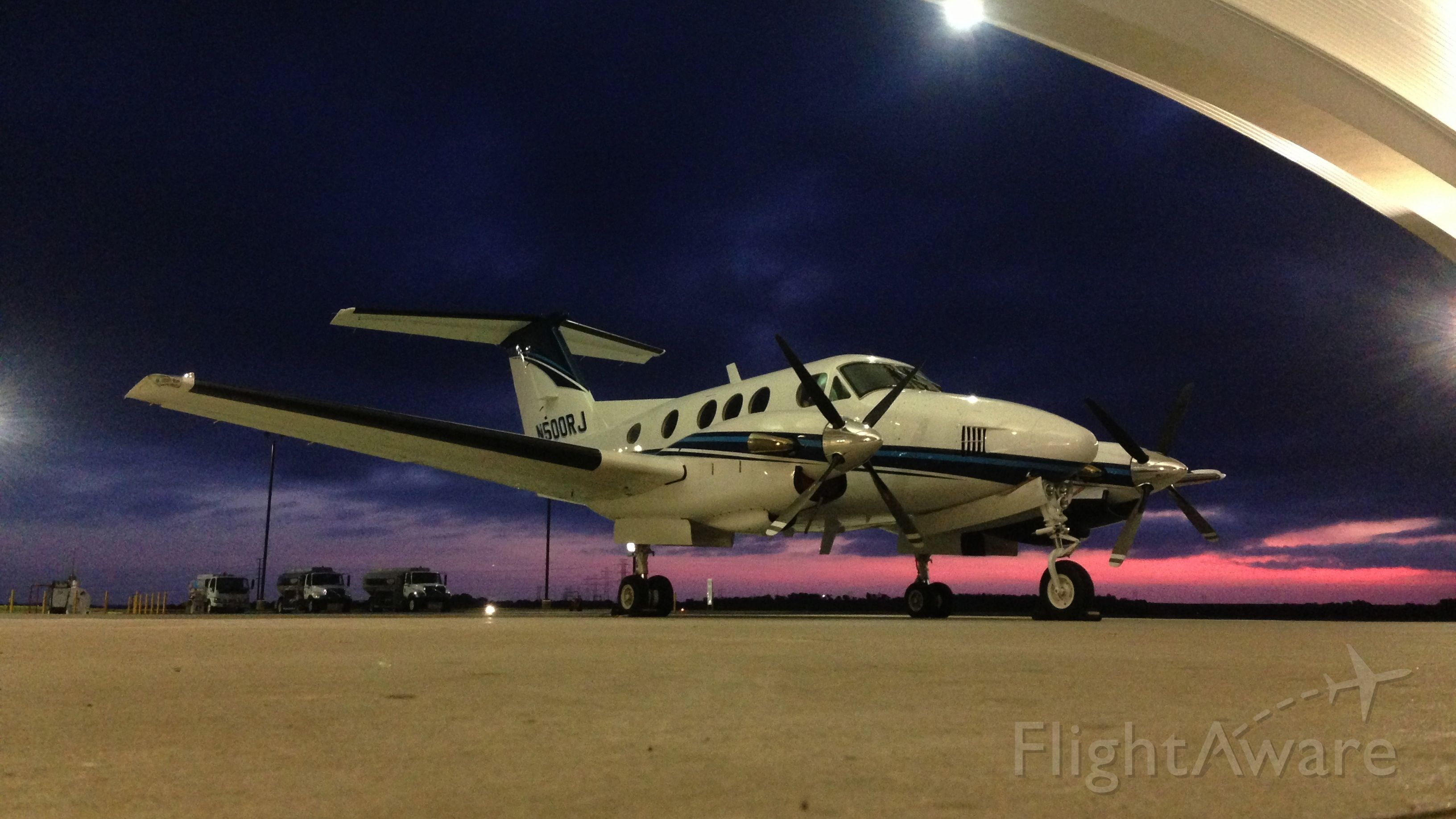 Beechcraft King Air 90 (N500RJ) - KingAir 90 @ HenriksenJetCenter