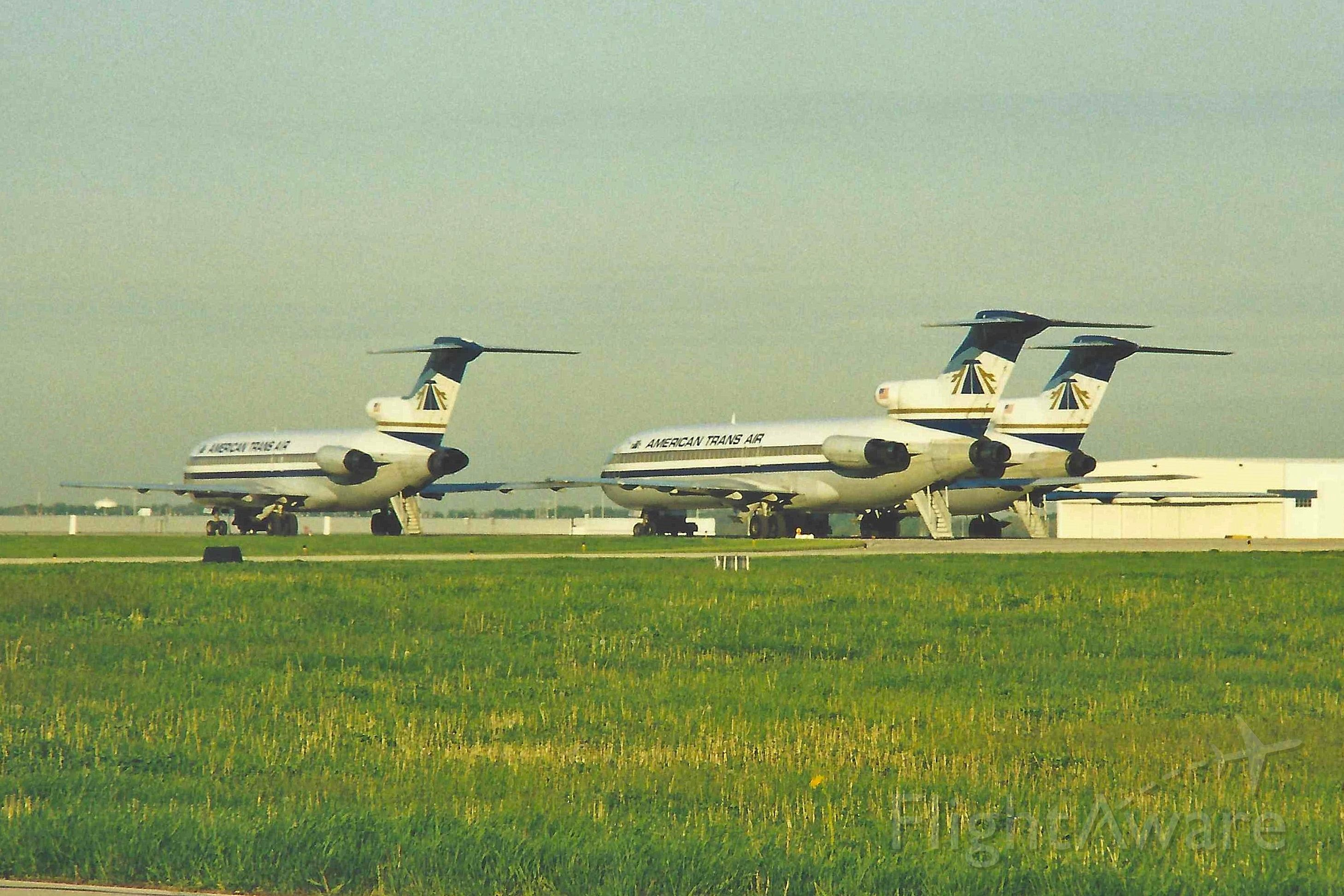 BOEING 727-200 — - Thres' Tri-Holers from back in the day...photo taken mid to late 90's. Scanned from a print.
