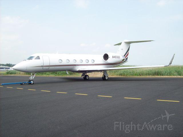 Gulfstream Aerospace Gulfstream IV (N493QS) - NJI G-IV SP on the ramp at Teterboro First Aviation.