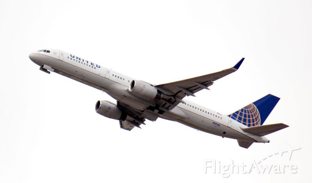 Boeing 757-200 (N19130) - United B757-200 out of KEWR