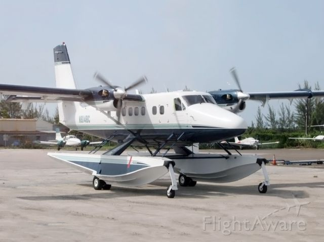 De Havilland Canada Twin Otter (N814BC) - A twin otter on floats - a massive airplane.