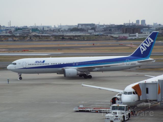 BOEING 767-300 (JA8342)