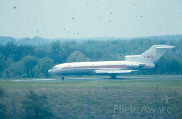 Boeing 727-100 (N855TN) - TWA 727 near start of take-off run on runway 15R at KBWI