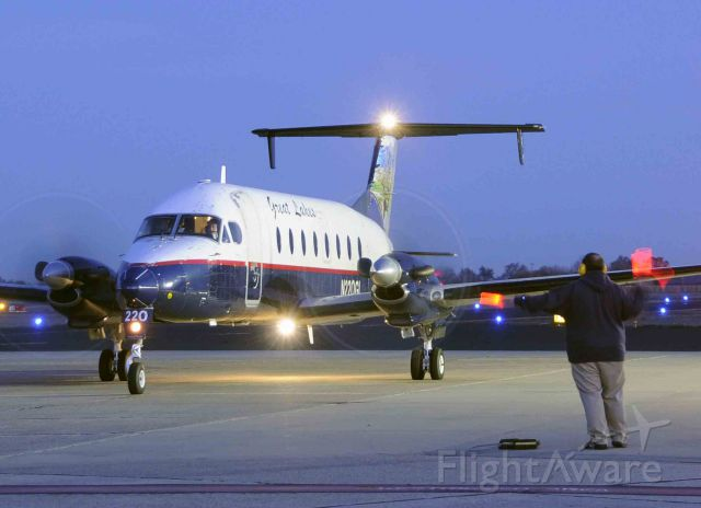 Beechcraft 1900 (N220GL) - GLA Station Manager Patrick marshaling the Beechcraft from the Merced terminal