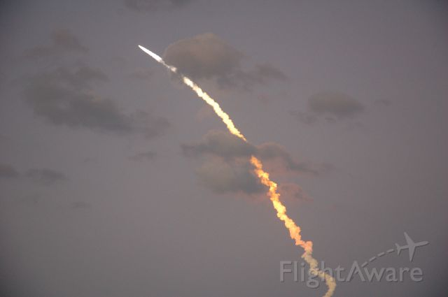 — — - Space Shuttle Discovery Taking Off Florida 3-15-2009 from my back yard. Man I miss those days.