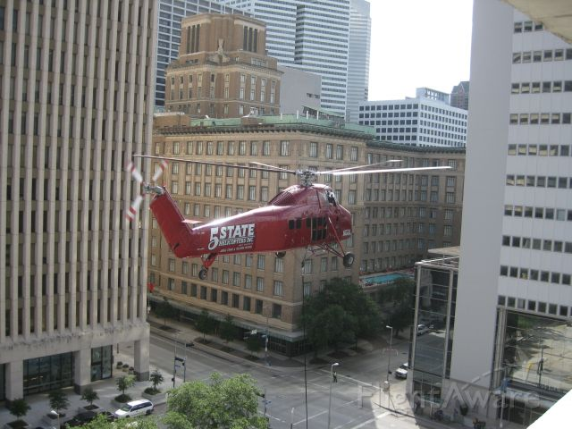 Sikorsky S-58T (N6BL) - Lifting a new air conditioning system on to the roof of the Houston Police Department headquarters in downtown Houston on June 12, 2010.