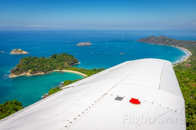 Piper Cherokee (TI-BEX) - Flying over Manuel Antonio National Park