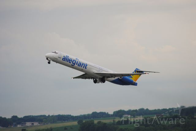 McDonnell Douglas MD-82 — - Departing to St. Petersburg, Florida. Couldn