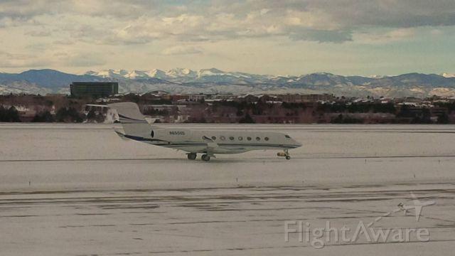Gulfstream Aerospace Gulfstream G650 (N650GD) - Gulfstream G650 with the Rocky Mountains