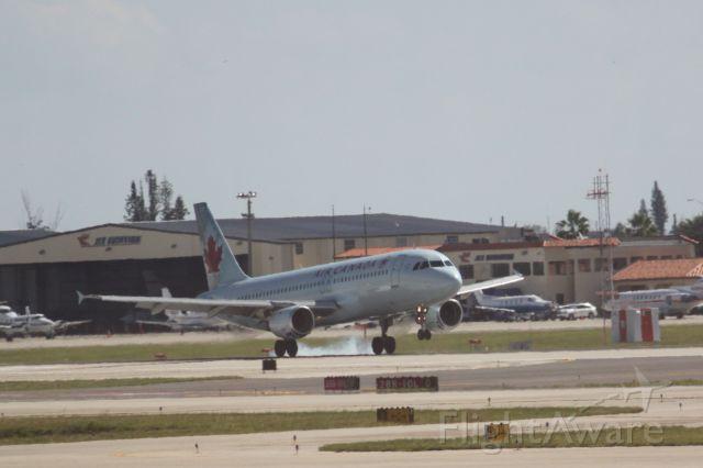Airbus A320 (C-FKCO)