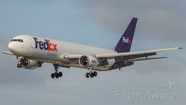 BOEING 767-300 (N190FE)